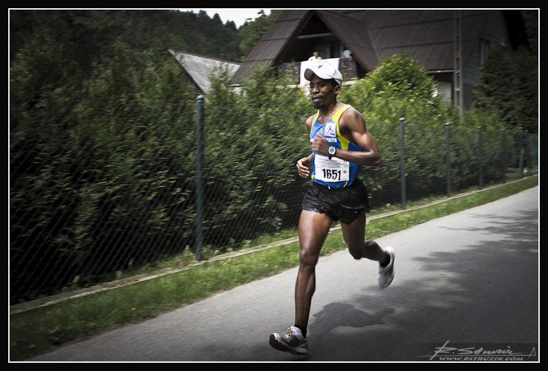 A wszystko za sprawą faktu, iż biegać prawie każdy może... Bez względu na rasę...
